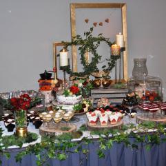 saldus stalas su kleveliais